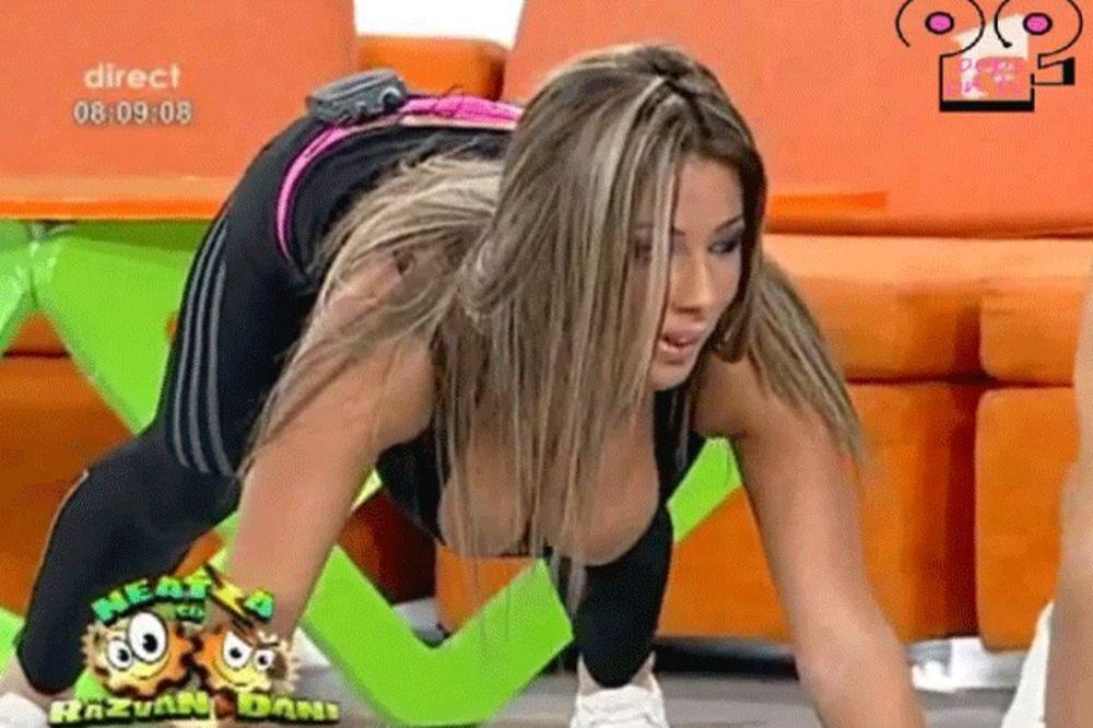 (VIDEO) HIT IZ RUMUNIJE: Zbog ove seksi instruktorke svi ustaju rano da vežbaju