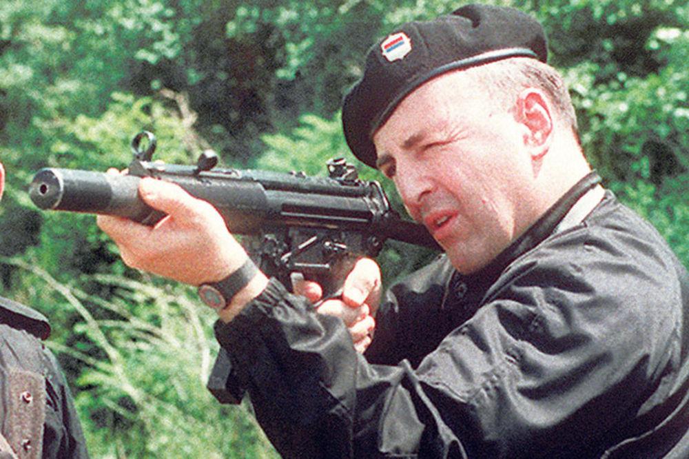 ISPOVEST ČOVEKA KOJI JE UHAPSIO ARKANA 1990: Bio je u uniformi, ispod pazuha je imao 2 pištolja!