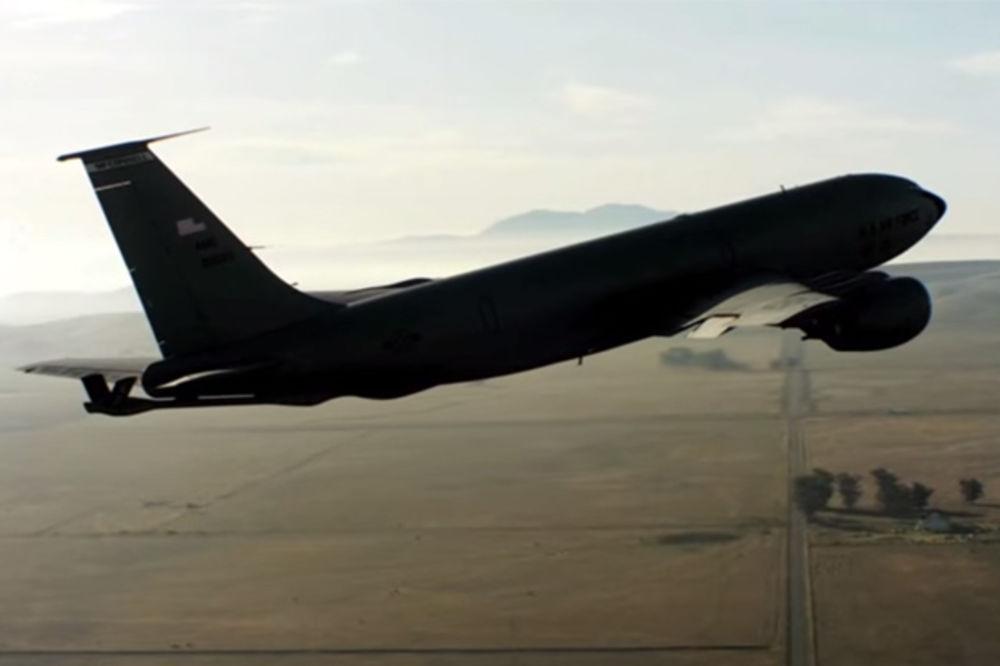 DIREKTNO IZ OHAJA: Leteći tanker KC-135R američke vojske sleteo u Beograd