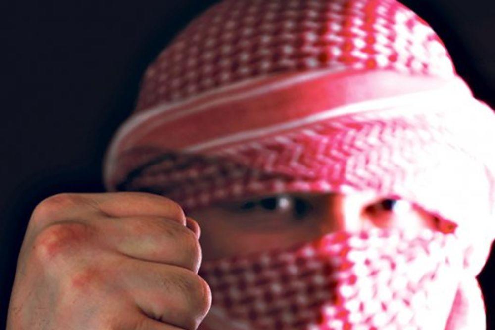 Manekenka uživa da juri islamiste!