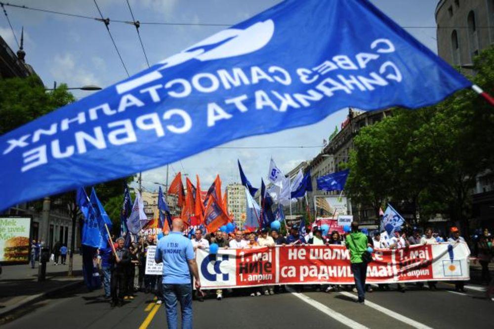 FOTO PRVOMAJSKI PROTEST: Više hiljada sindikalaca šetalo ulicama Beograda