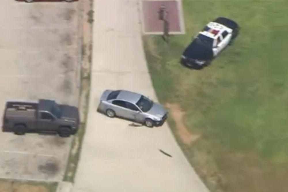 (VIDEO) NAVOZALA POLICIJU LOS ANĐELESA: Klinka (15) divljala autom po parku i ulicama, pa stala!
