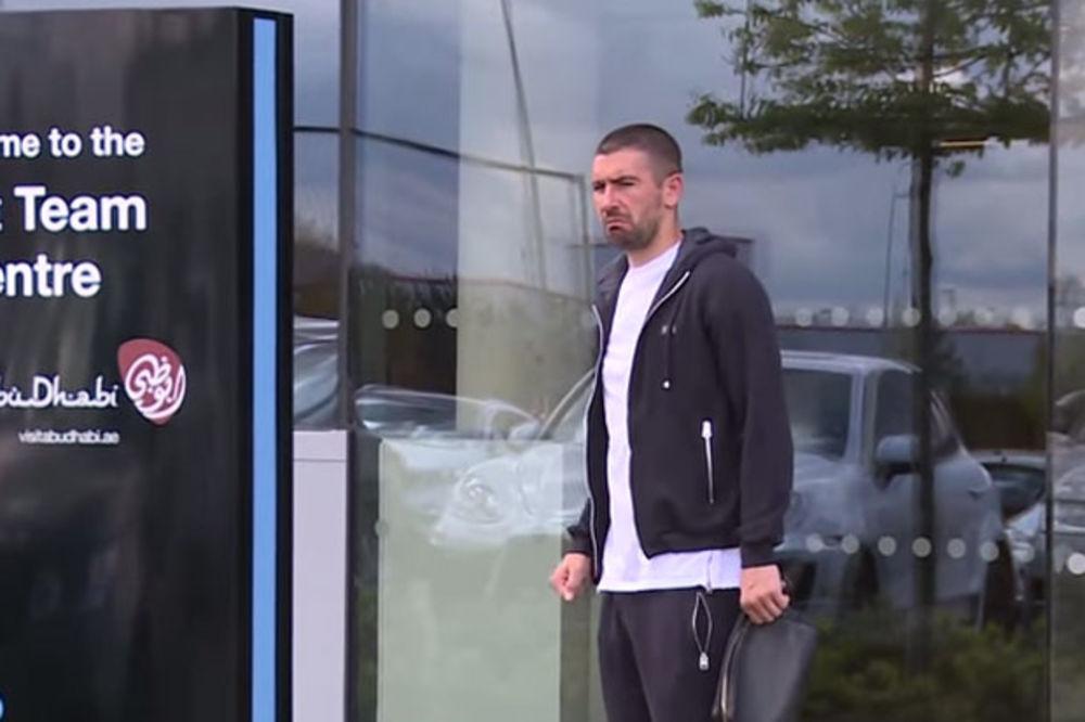 (VIDEO) SRBIN NASMEJAO PLANETU: Evo kako Kolarov vidi bokserski meč veka