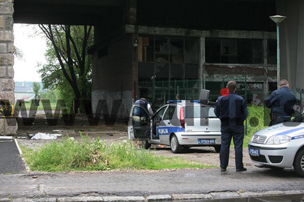 TRAGEDIJA U BEOGRADU: Skočio sa Brankovog mosta na beton!