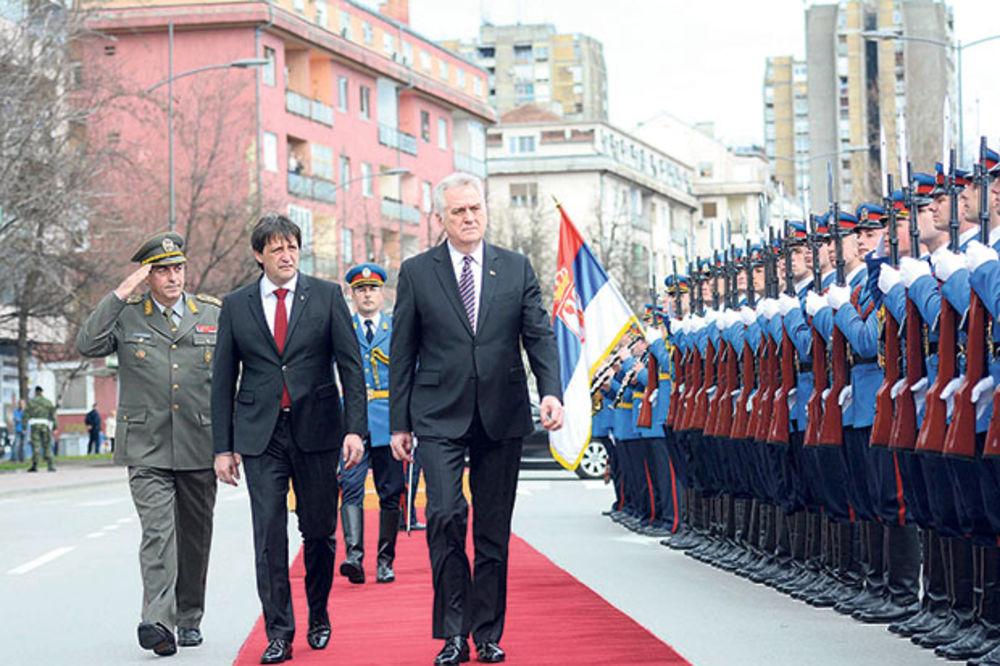 OPŠTI RAT: Nikolić napao Gašića, a ministar vređao SPS!
