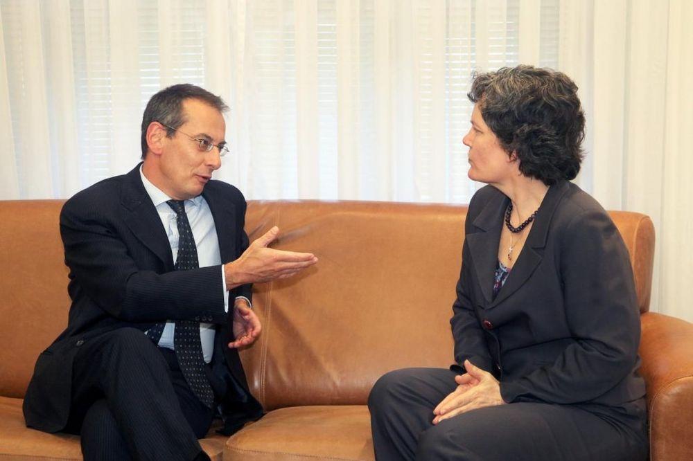NE KORISTITE KREDITE, OTKAŽITE IH: Saveti Srbiji direktora Evropske banke za obnovu i razvoj