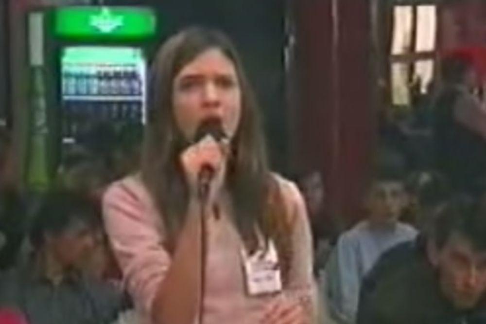 (VIDEO, FOTO) PREPOZNAJETE LI JE: Prvi nastup imala je sa 13 godina, danas je prava lepotica!