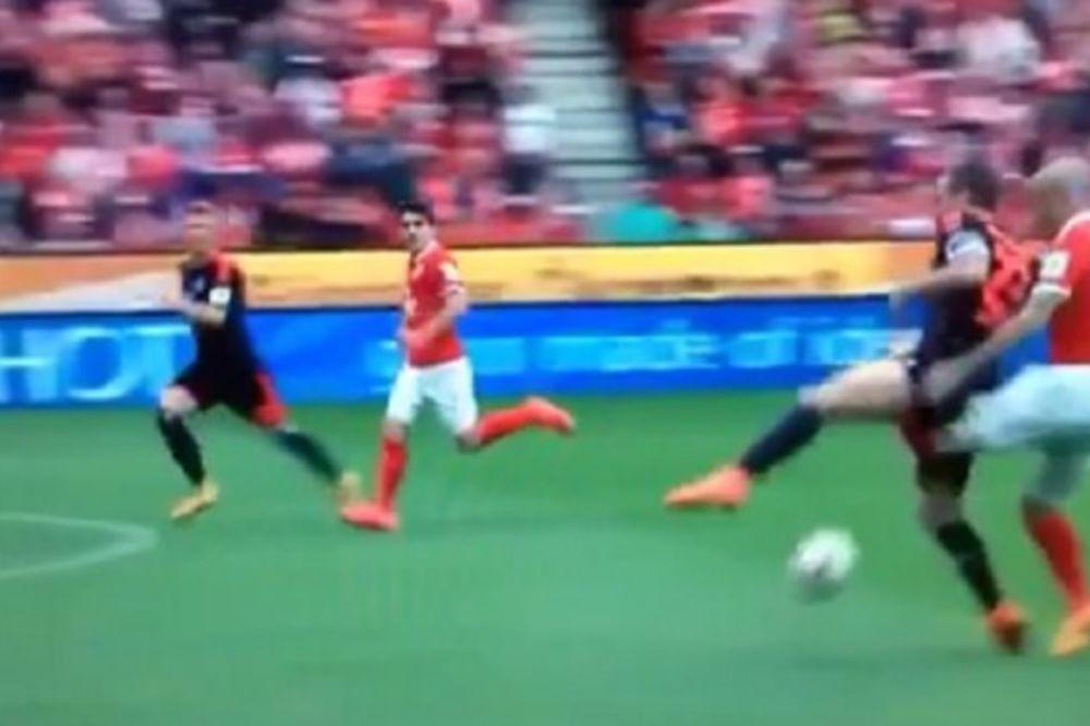 BAŠ TVRDA JAJA:  Nećete verovati kako se povredio fudbaler Majnca