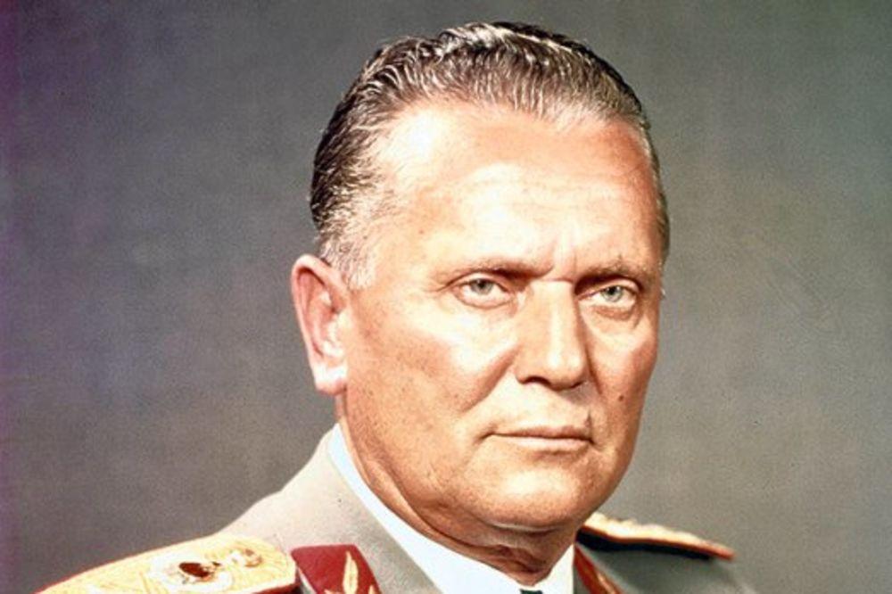 KUNU MU SE I DANAS OD VARDARA DO TRIGLAVA: Drug Tito je umro pre 35 godina!