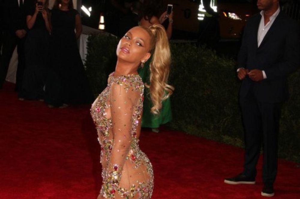 (ANKETA) GOLE I EKSTRAVAGANTNE: Zvezde šokirale i oduševile haljinama na Met gala