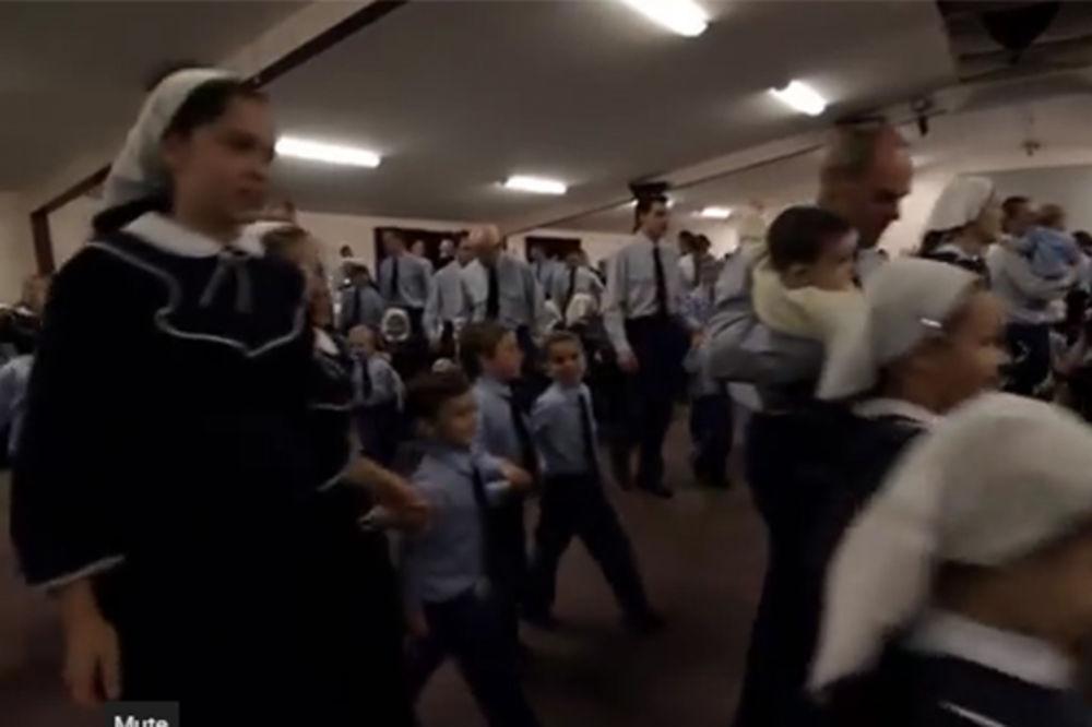 (VIDEO) BIZARNI KULT POD ISTRAGOM: Jeziva sekta u kojoj svi nose plave uniforme