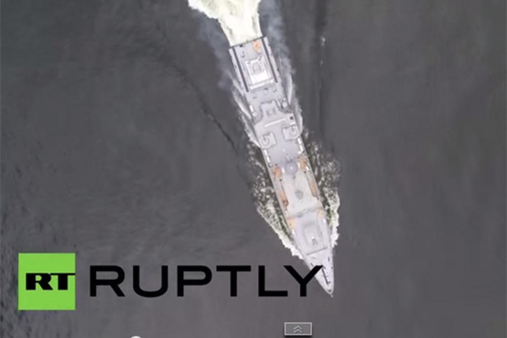 (VIDEO) IMPRESIVNO: Ruska mornarica vežba za Dan pobede i proslavu čuvene Bitke za Staljingrad