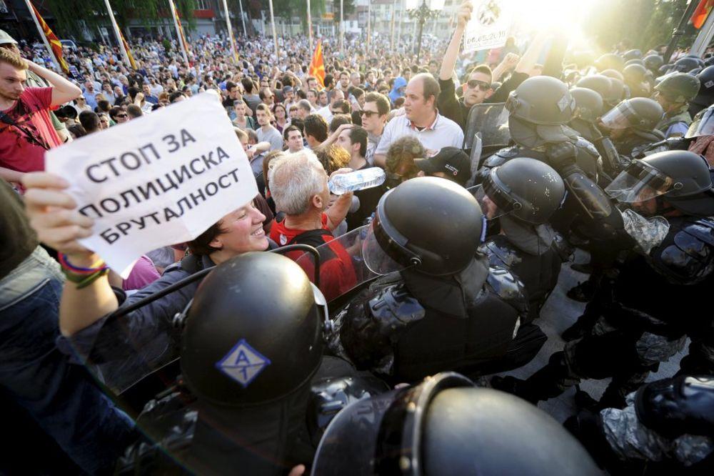 (VIDEO) PAKLENI MAJ U SKOPLJU: Građani pozivaju na proteste svakog dana u 18 časova!