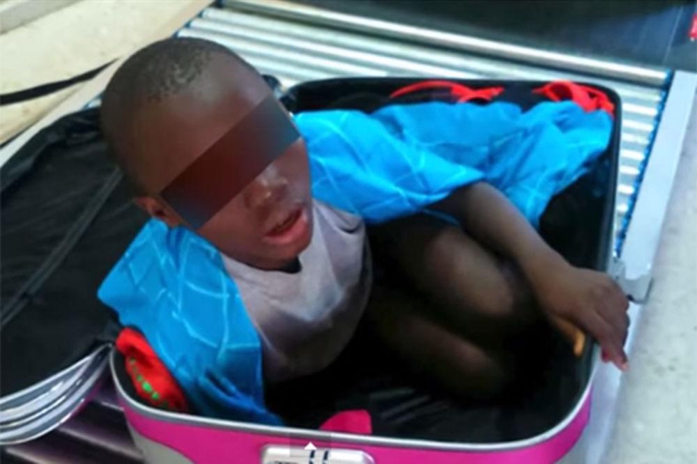 BEŽALI U BOLJI ŽIVOT: U koferu švercovala sina (8) iz Obale Slonovače