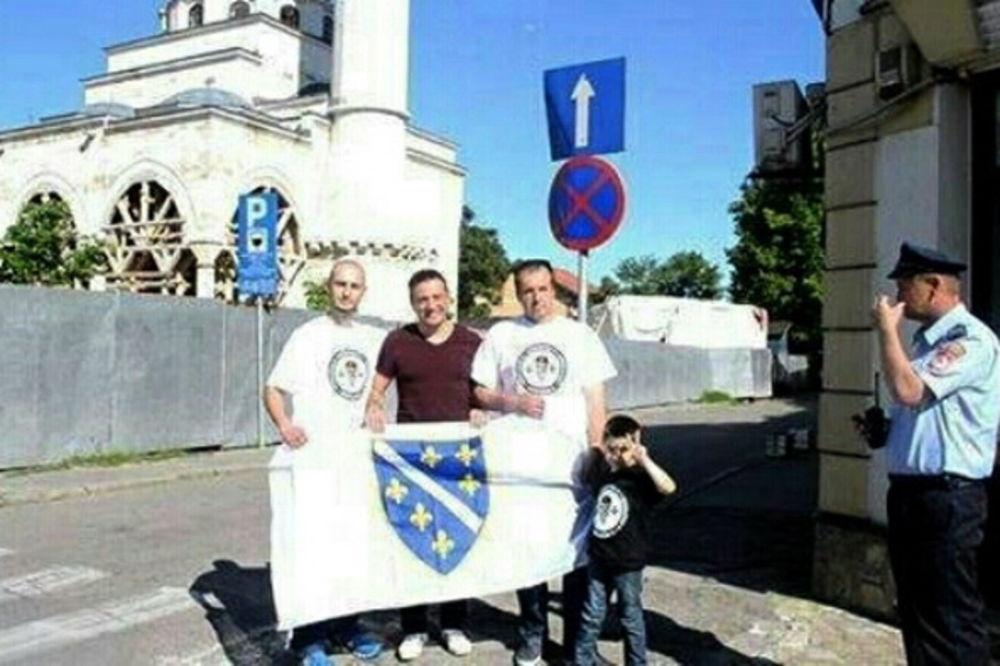 PROVOKACIJA: Predsednik Bošnjačkog pokreta za ravnopravnost sa ratnom zastavom BiH u Prijedoru!