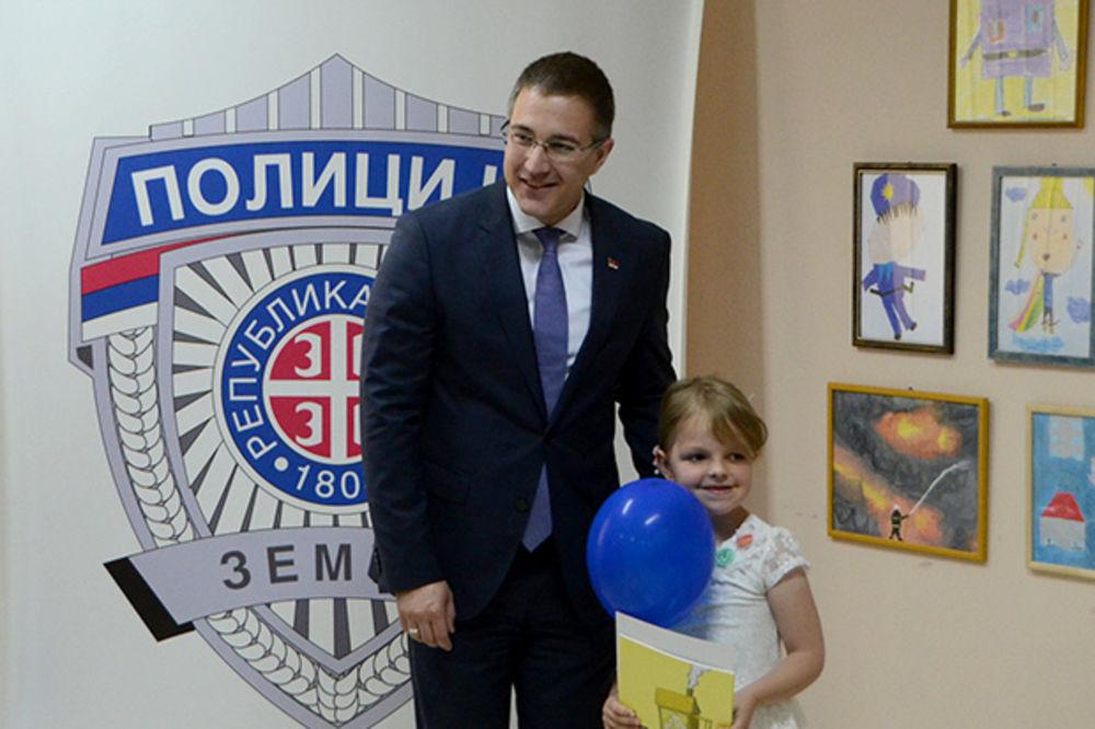 STEFANOVIĆ MALIŠANIMA: Ne plašite se policajaca, oni su tu zbog vas!
