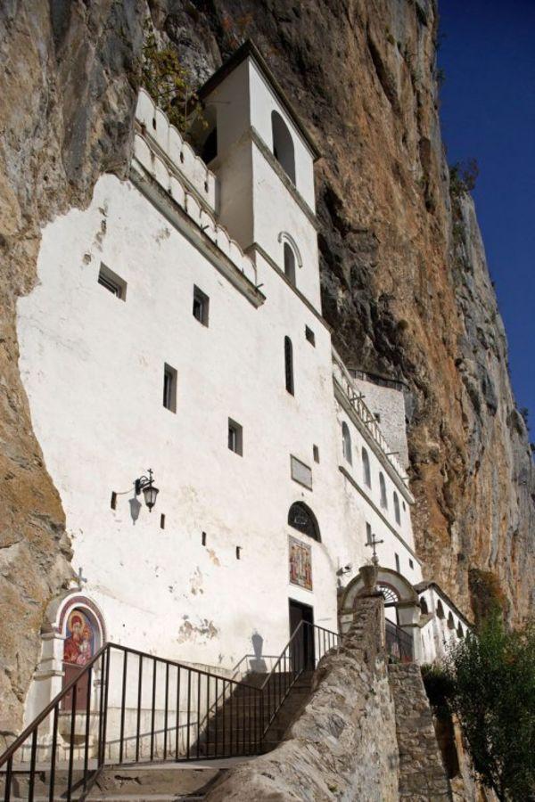 Sveti Vasilije Ostroški Čudotvorac Vasilije-ostroski-manastir-foto-profimedija-1431414286-658675
