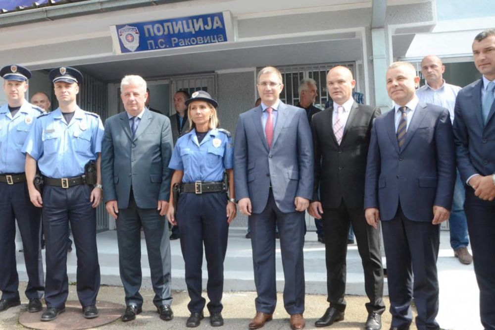 FOTO STEFANOVIĆ  U RESNIKU: Oštro protiv kriminala u Beogradu i Srbiji