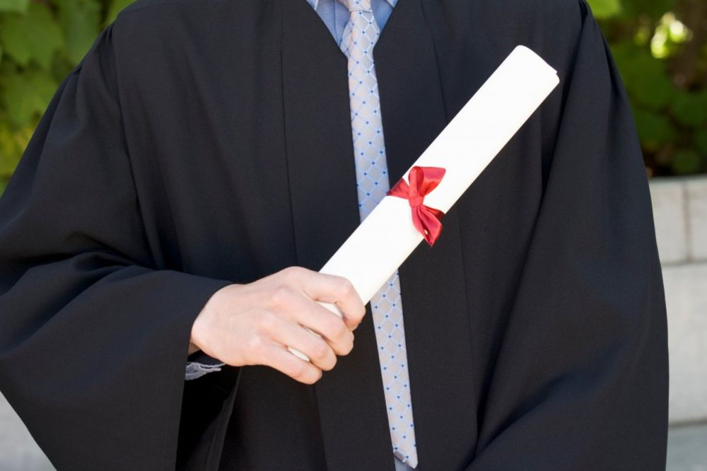ĐACI GA PRIJAVILI: Direktor smenjen jer je falsifikovao svedočanstvo učeniku!