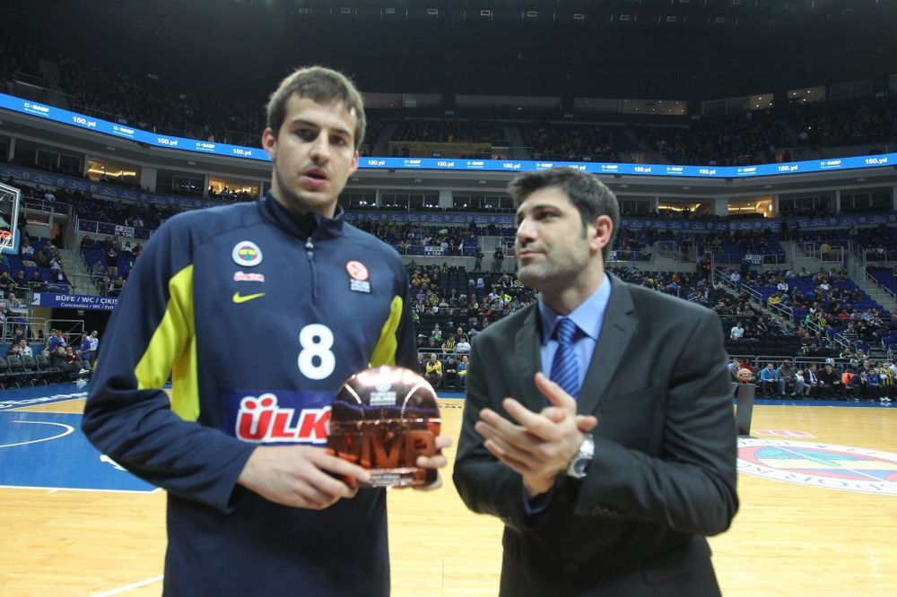 (VIDEO) SEZONA IZ SNOVA: Bjelica MVP Evrolige