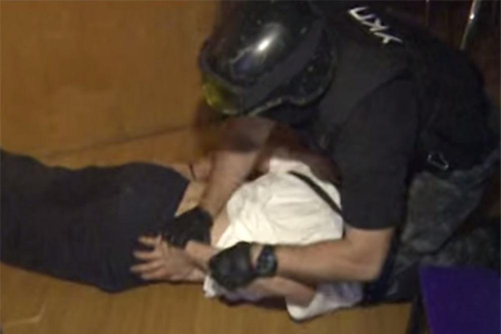 VIDEO AKCIJA POLICIJE NA ZVEZDARI: Pogledajte hapšenje grupe koja je prodavala heroin na Zvezdari