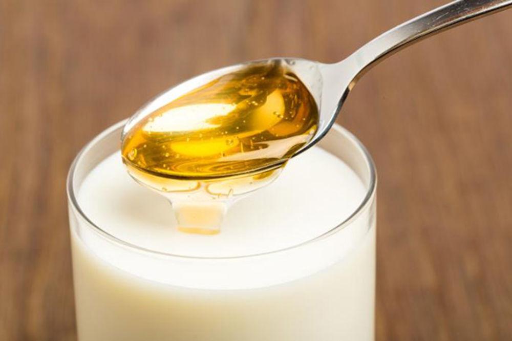Evo zbog čega je dobro piti mleko sa medom