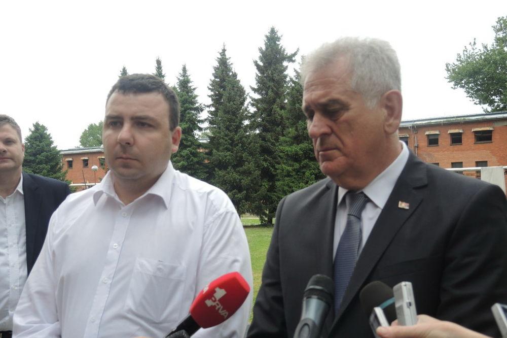PREDSEDNIK U VOJNOJ FABRICI: Nikolić obišao Krušik posle eksplozije