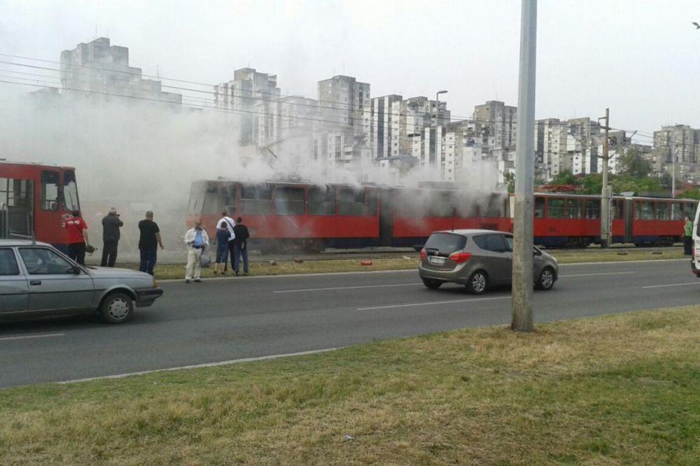 GORI TRAMVAJ GSP: Zapalilo se vozilo između blokova 62 i 45!
