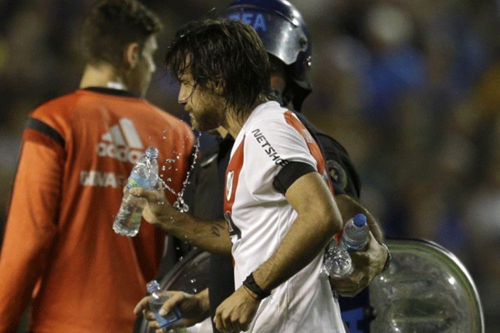 (VIDEO) BOKA IZBAČENA IZ KUPA LIBERTADORES: Fudbaleri River Plate popili malo suzavca i prošli dalje