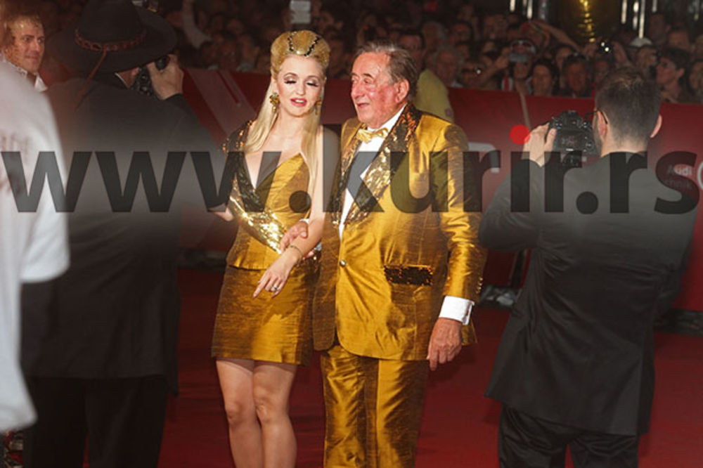 (FOTO, VIDEO) KURIR TV U BEČU: Pogledajte kako svetske zvezde stižu na glamurozni Lajf bal!