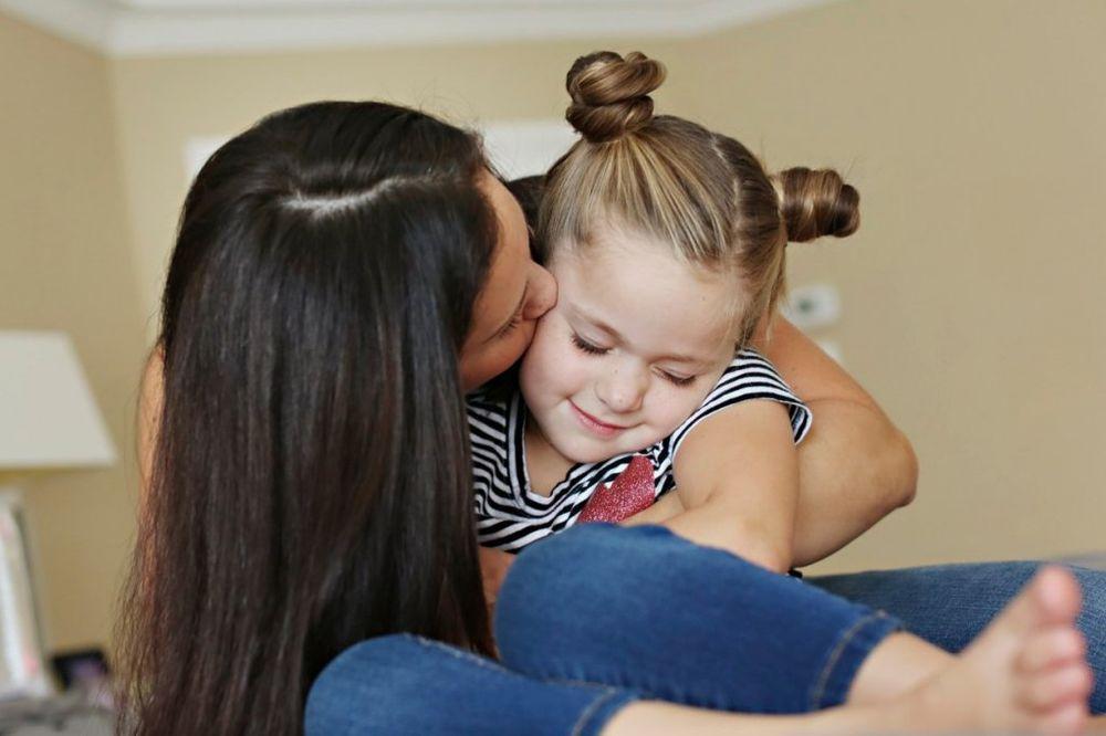 Majčin dan: najljepši citati o majkama Mama-devojcica-dete-zena-poljubac-foto-profimedia-1431886124-662325