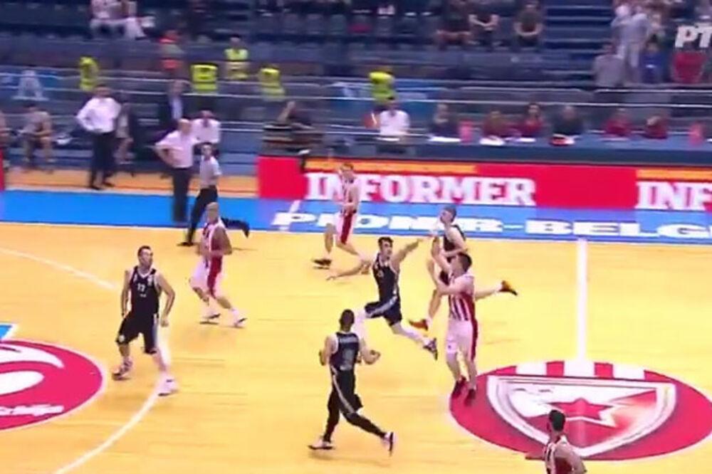 (VIDEO) KAPITEN DIGAO DELIJE NA NOGE: Pogledajte trojku Mitrovića sa pola terena uz zvuk sirene