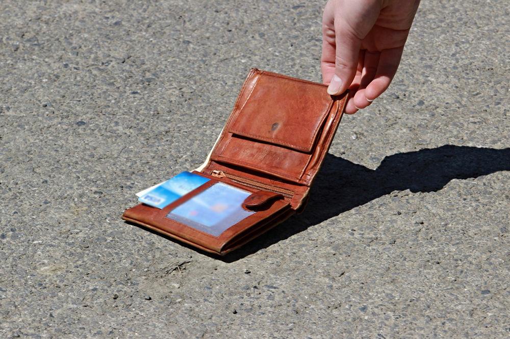 PIROĆANCI ODUŠEVILI SRBIJU: Vratili novčanik pun para, a platu nisu primili 10 meseci