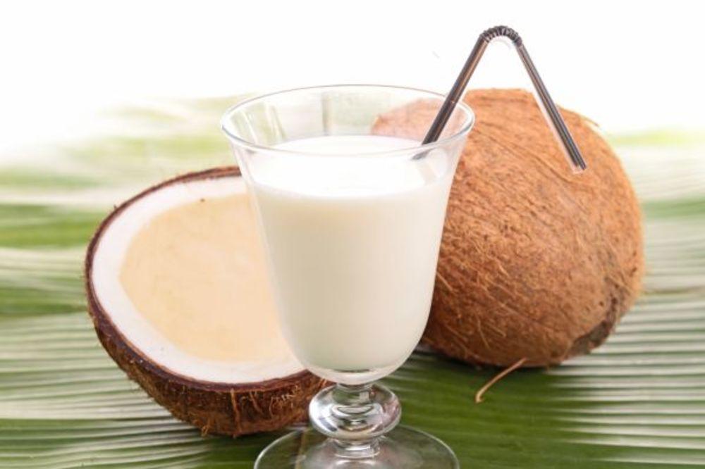 Kako da napravite domaće mleko od kokosa