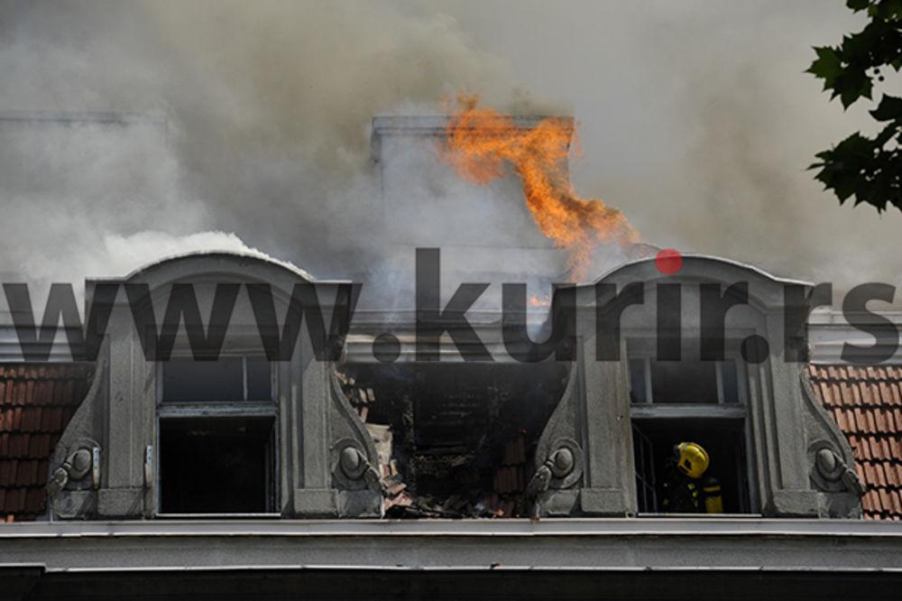 (FOTO) POŽAR U KOSOVSKOJ: Posle skoro 5 sati još se dimi iz urušenog krova