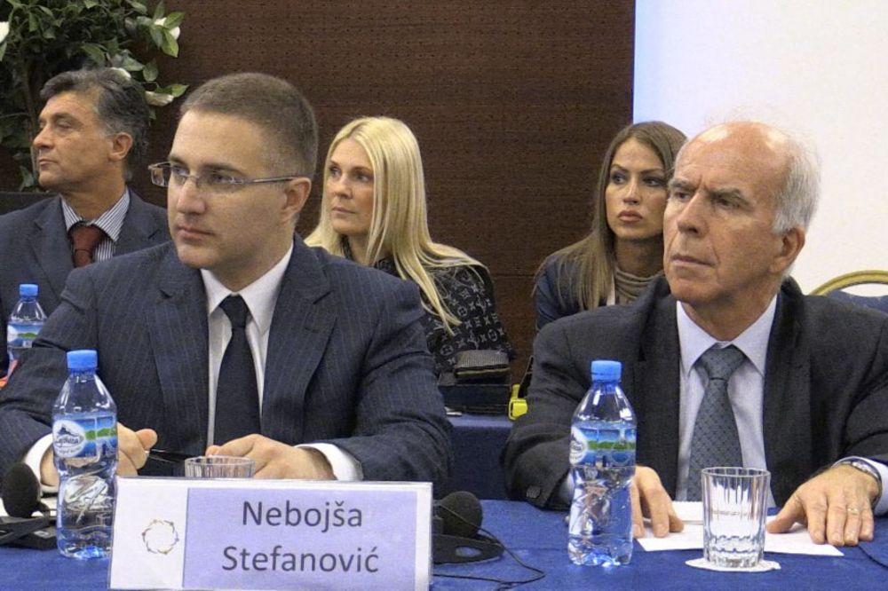 Nebojša Stefanović u Tirani: Teroristi se ne smeju nazivati oslobodiocima!