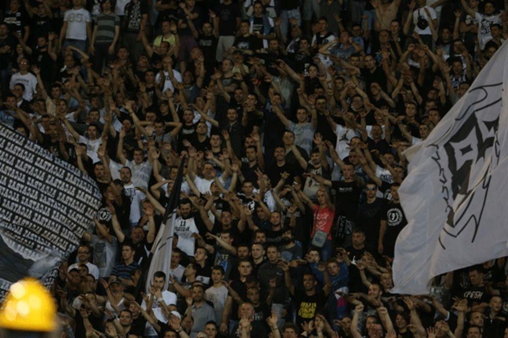 (VIDEO) UZALUD PODRŠKA SA JUGA: Pogledajte bakljadu Grobara na finalu Kupa Srbije