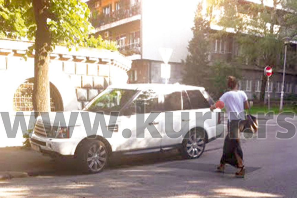 BAHATA: Ana Nikolić parkira gde stigne!