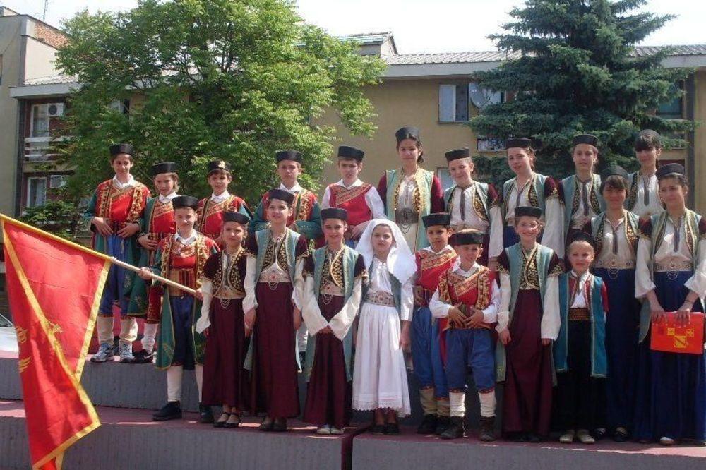 Lovćenac uz vatromet i bakljadu proslavio Dan nezavisnosti Crne Gore