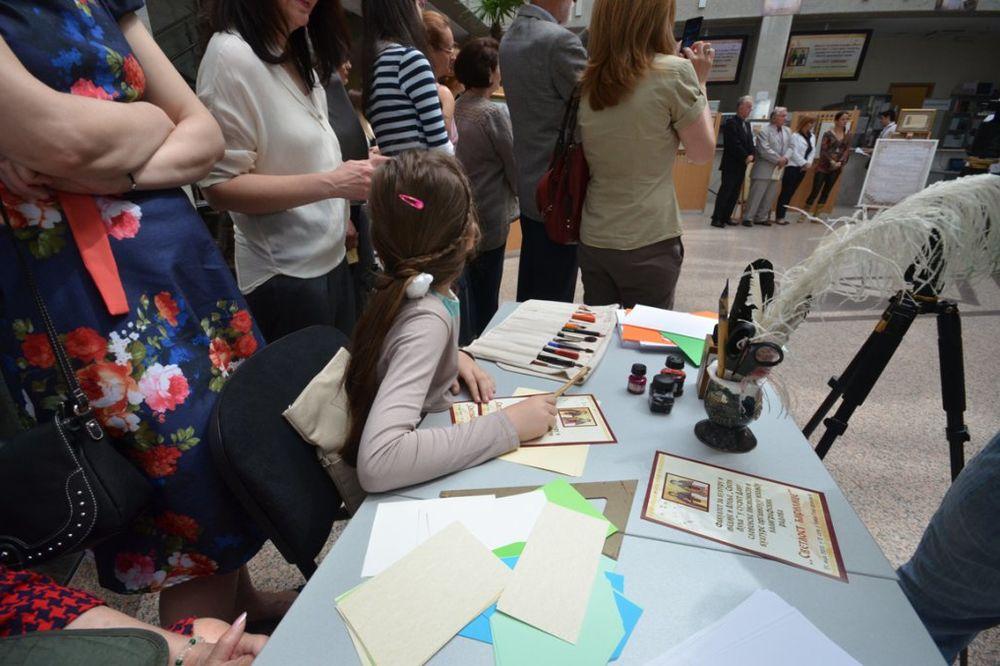 STUDENTI NA DELU: Pogledajte izložbu kaligrafskih radova