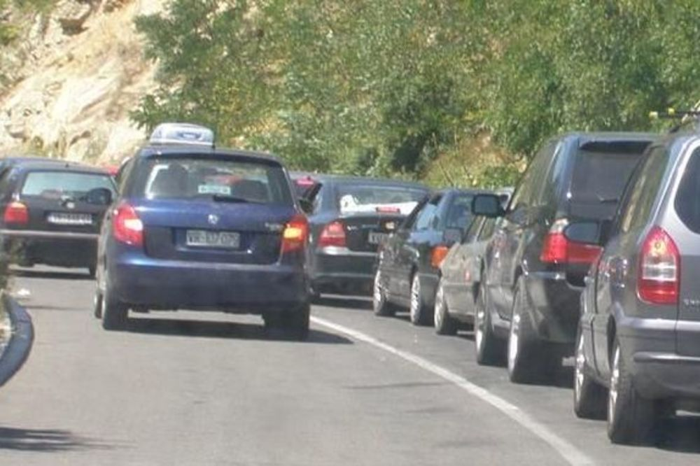 NAPAD NA KOSOVU: Kamenovan autobus sa srpskim studentima