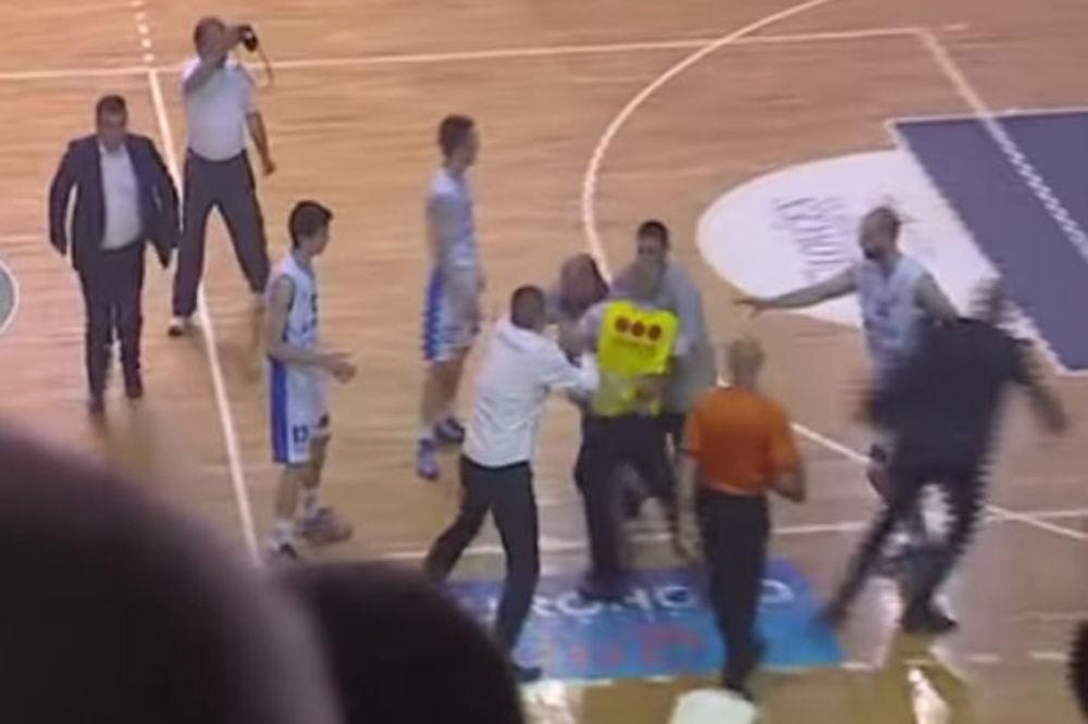 (VIDEO) KRŠ I LOM U NIKŠIĆU: Letele stolice, tukli se igrači, prekinuta finalna serija!