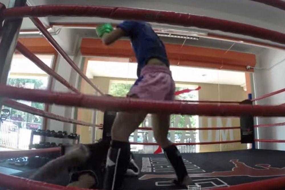(VIDEO) BRUTALNO: Evo kako izgleda kada devojka prebije MMA instruktora