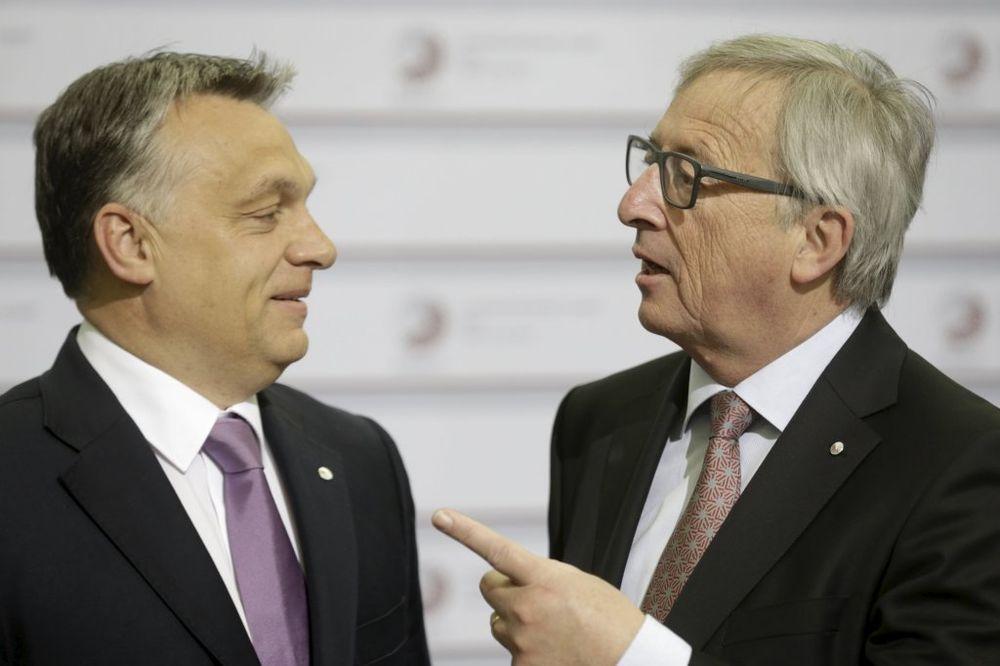 DA SVI ČUJU: Gde si, diktatore, pozdravio Junker Orbana na samitu EU