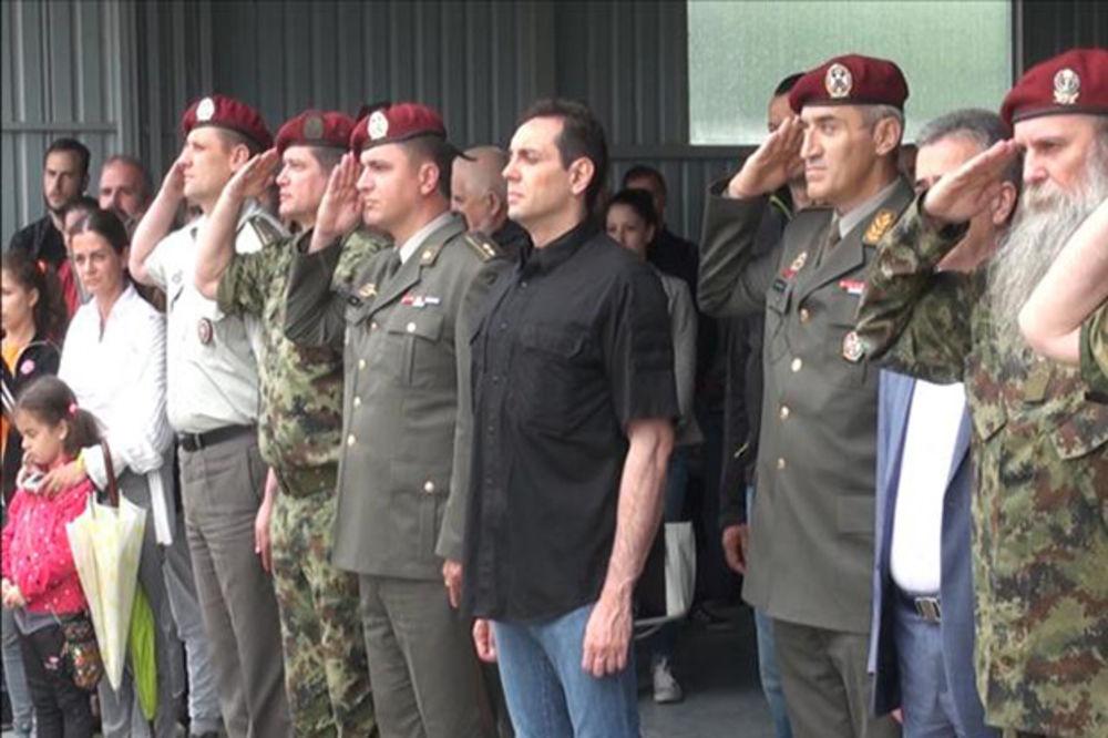 VULIN U LISIČIJEM JARKU: Kiša omela srpske padobrance da pokažu šta umeju