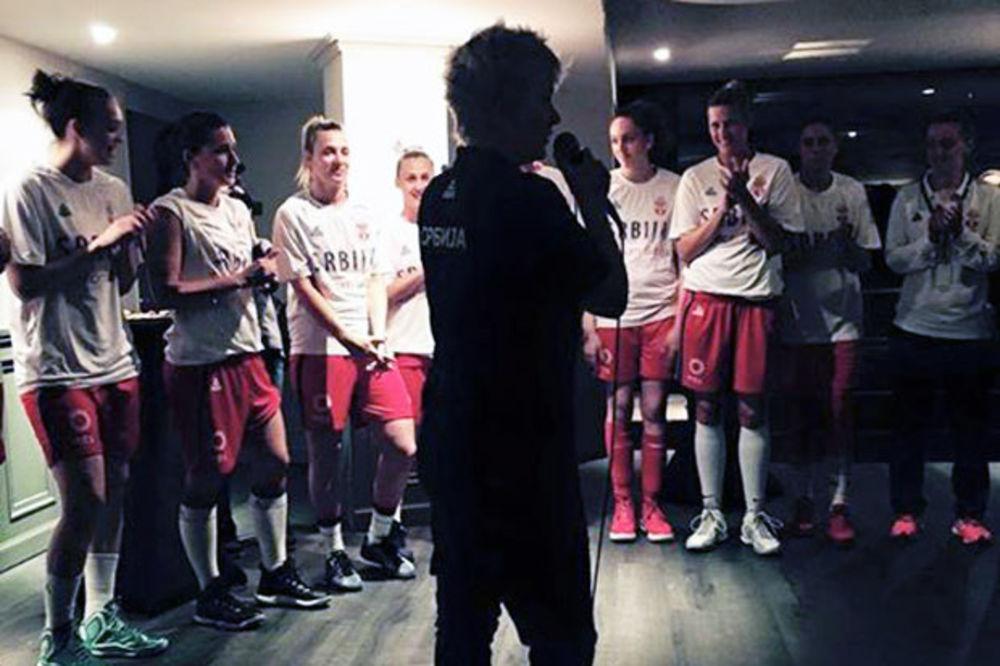(VIDEO) OVO SE ZOVE POŠTOVANJE: Pogledajte kako su Francuzi u Lionu dočekali košarkašice Srbije