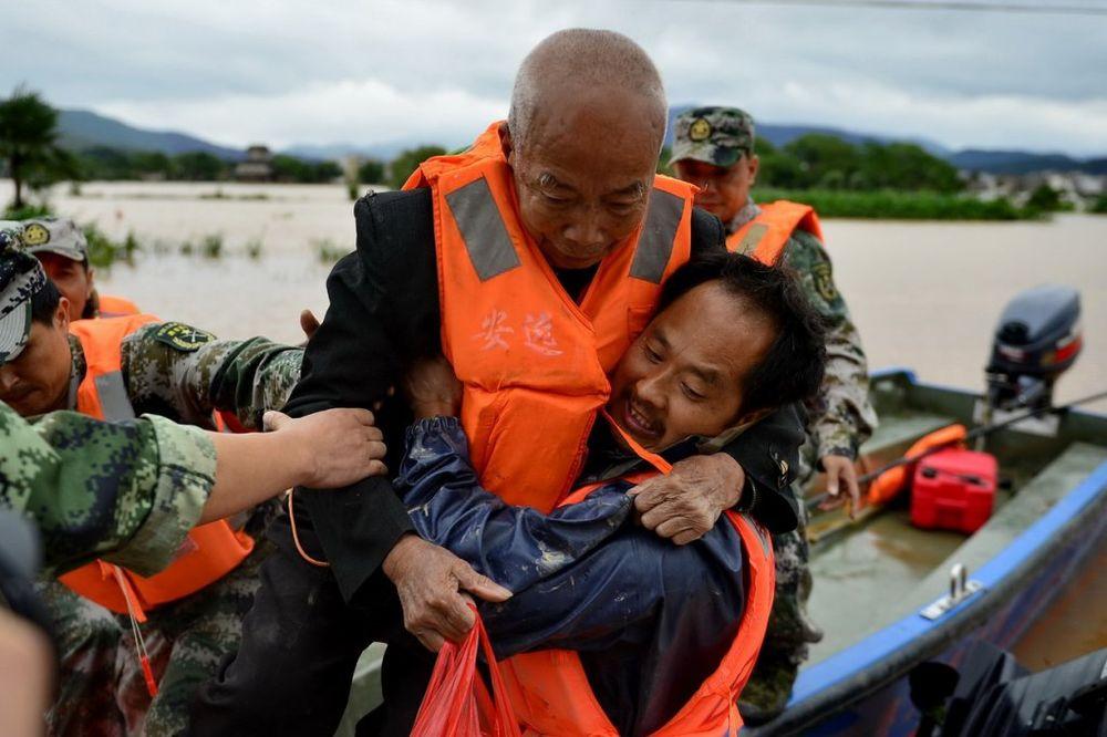 POPLAVE ODNELE 48 ŽIVOTA: 16 ljudi je nestalo, a na hiljade napustilo domove