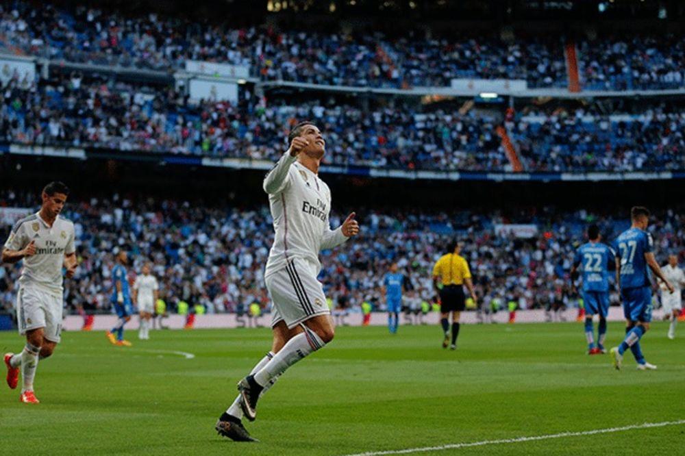 (VIDEO) SAMO JE NEBO GRANICA: Kad Real ne može, Kristijano Ronaldo uzeo trofej