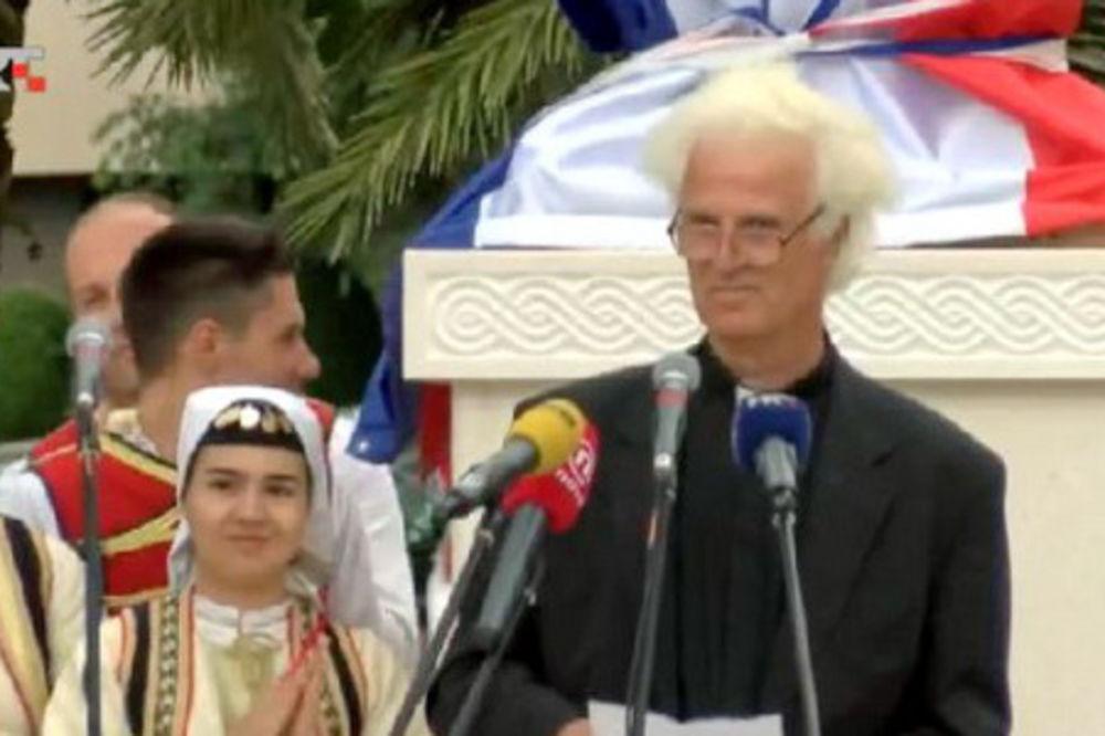 (ŠOU VIDEO) OVO JE HIT: Župnik pesmom zvao Tuđmana da ustane iz groba