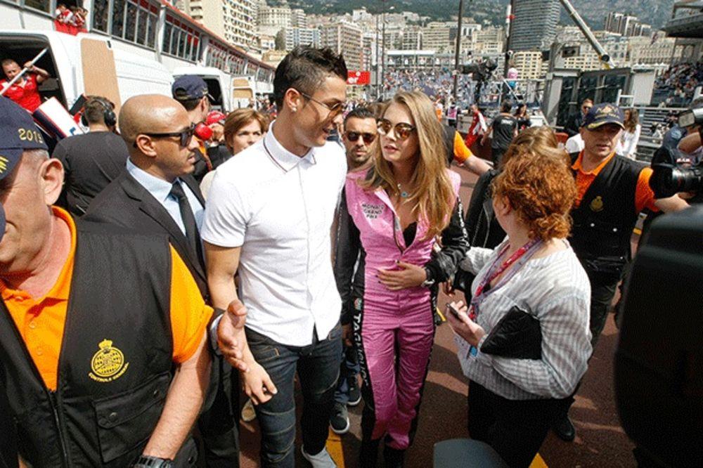 (FOTO) REAL BEZ TROFEJA, A KRISTIJANO UŽIVA: Pogledajte sa kakvom je lepoticom Ronaldo bio u Monaku